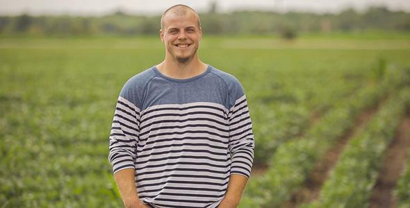 Marc-Antoine, 25 ans, est producteur de veaux de grain et de grandes cultures à Pike River, en Montérégie.