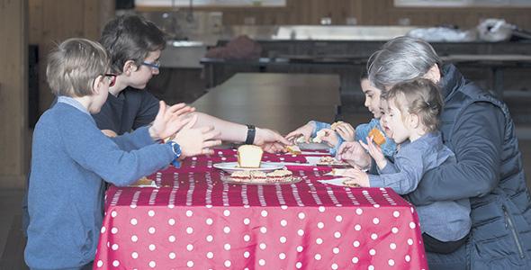 La ferme accueille des familles et des écoliers depuis plus de 40 ans, une idée de Nicole, la mère de Laura.