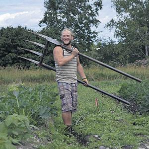 L'agriculteur Frédéric Moisan Wilson veut partager ses connaissances avec les campeurs qui séjourneront sur sa terre. Photo : Gracieuseté de Frédéric Moisan Wilson