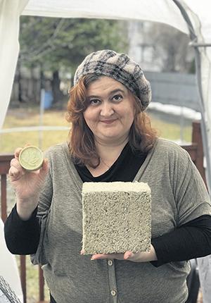 Anzhella Paronyan dénonce la vente des installations à un encanteur plutôt qu'à un intervenant qui aurait pu développer la filière du chanvre. Photo : Gracieuseté d'Anzhella Paronyan
