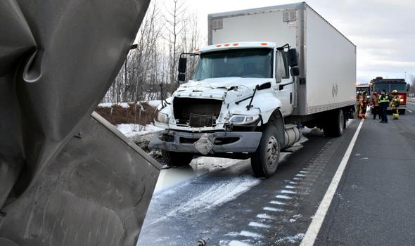 Deux camions étaient impliqués dans l'accident survenu vers 16 h, le 1er mars.