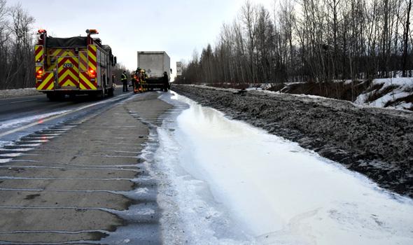 Environ 36 000 litres de lait se sont retrouvés sur la chaussée.