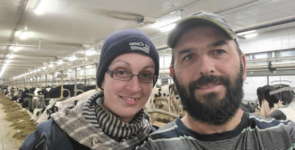 L'un des travailleurs des producteurs laitiers Sabrina Gagnon et David Hossay a attendu en ligne pendant 13 heures avant de pouvoir s'autoadministrer son test. Photo : Gracieuseté de David Hossay