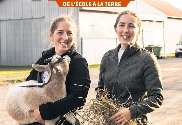 Anne-Sophie Paquet, ici en compagnie de sa sœur Catherine à la Ferme Syldia, de Neuville, a l'impression que comme femme, elle doit travailler plus fort pour faire ses preuves. Photos: Gracieuseté du Cégep de Lévis