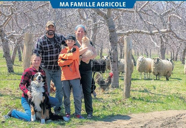 Martin, Caroline et leurs cadets Anne et Sébastien s'impliquent tous à la ferme. Photo : Tine Photographie