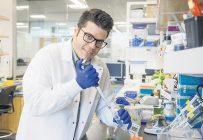 Le Dr Edel Perez Lopez, professeur en phytopathologie à l'Université Laval.