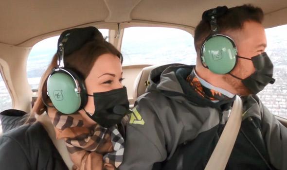 Émilie et Martin ont pu survoler Montréal à bord d'un avion, en plus de profiter de quelques rapprochements masqués.