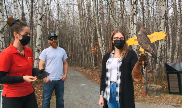Julien et Chloé ont visité un refuge pour oiseaux de proie, mais on a eu par moments l'impression que leur relation battait de l'aile.