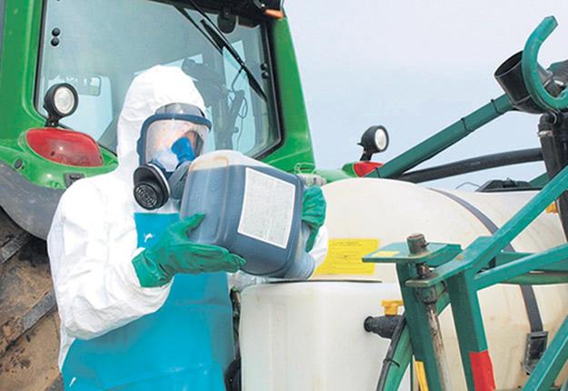 Une étude démontre que la population est ouverte à payer pour que les agriculteurs réduisent leur recours aux pesticides. Photo : Archives/TCN