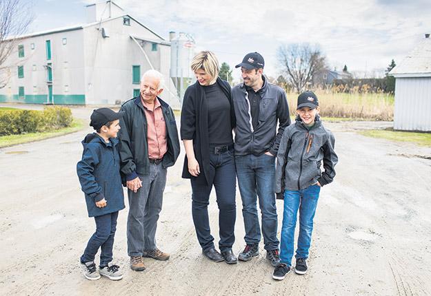 La famille Dion, unie pour se démarquer. Zachary Dion, Michel Dion, Mélanie Deslandes, Martin Dion et Alexandre Dion. Photos : Gracieuseté