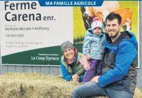 Nathalie Bérubé et Anthony Dionne (ici avec la petite Esmée) sont copropriétaires de la Ferme Carena. Photos: Gracieuseté de la famille Bérubé