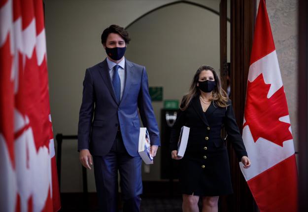 La ministre des Finances du Canada, Chrystia Freeland, a présenté son premier budget le 19 avril, en compagnie du premier ministre Justin Trudeau. Photo : Gracieuseté du bureau de la ministre des Finances