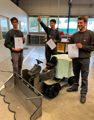 Les stagiaires Lutz Blüthner, Felix Suer et Matthias Schulte ont uni leurs forces pour concevoir l'ensileuse dans le centre de formation technique de CLAAS.