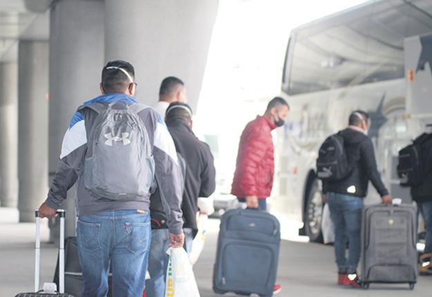 Les TET du Québec seront pris en charge par Dynacare pour le dépistage dès leur arrivée àl'aéroport de Montréal. Photo : Caroline Morneau/TCN