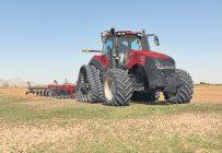Les ventes de tracteurs sont phénoménales. Avec la flambée des coûts de l'acier, une hausse des prix pourrait être à prévoir l'an prochain, selon l'appréciation du dollar canadien. Photo : Case IH