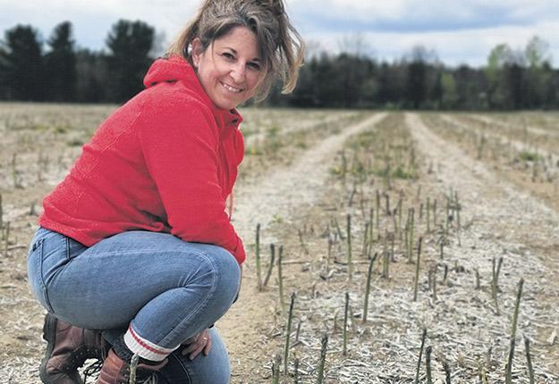La productrice Cindy Maes a ouvert son kiosque d'asperges le 8 mai, soit dix jours plus tôt que d'habitude. Photo : Gracieuseté de Cindy Maes