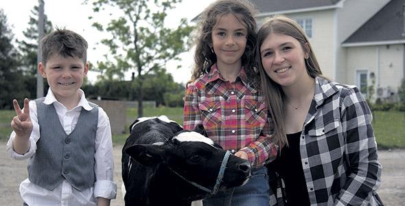 Charlie Lou, Samie et Léonie formeront peut-être un jour la 4e génération d'agriculteurs chez les Michon.