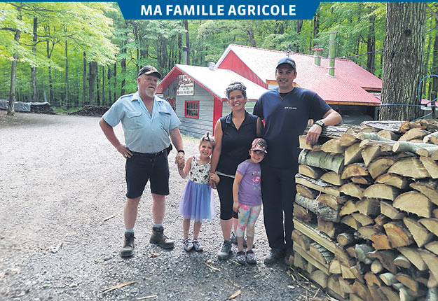 Valérie Beaulieu entourée de son oncle François et de son conjoint Stéphane ainsi que des jumelles Daphnée et Danahée. Photos: Gracieuseté de Valérie Beaulieu