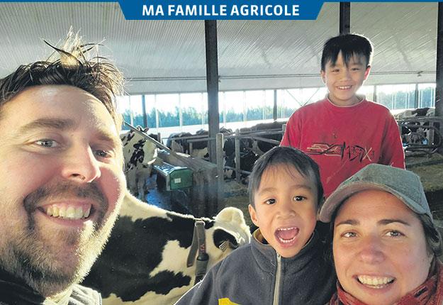 Samuel Drapeau et Nathalie Lemieux en compagnie de leurs enfants Joey et Freddy. Photo : Gracieuseté de Nathalie Lemieux