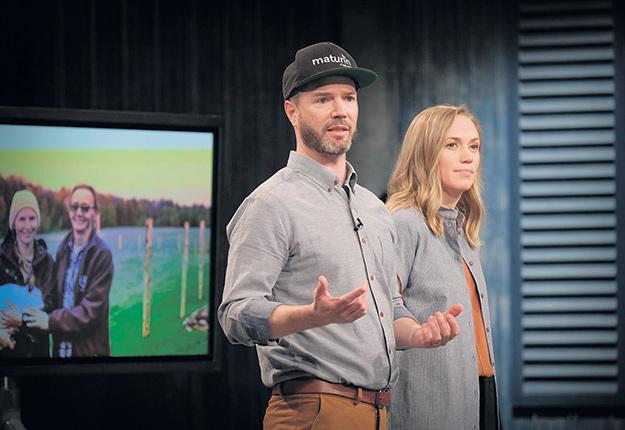 Jonathan Bélanger et Claudia Bernard ont participé à l'émission Dans l'œil du dragon pour mettre de l'avant les agriculteurs du Québec. Photo : Gracieuseté de Maturin