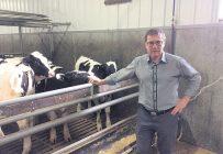 L'éleveur de veaux de lait Marcel Savoie déplore le fait d'avoir subi des répercussions liées à la pandémie sans avoir droit à des compensations. Photo : Gracieuseté de Marcel Savoie