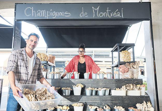 Ricardo Campos, de l'entreprise Champignon Ritchfield, a profité de l'un des kiosques de la relève, le 15 mai. Photo : Vivien Gaumand