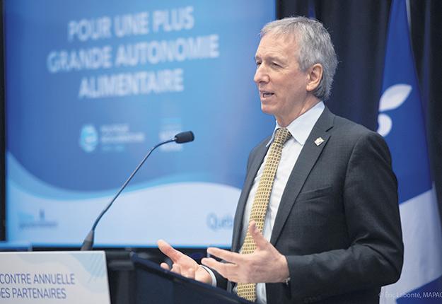 Le ministre de l'Agriculture, André Lamontagne, a présidé cette rencontre annuelle de la Politique bioalimentaire. Photo : Gracieuseté du cabinet du ministre Lamontagne