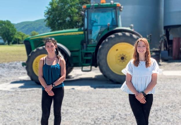 Laurence Bousquet et Angéline Robichaud sont convaincues qu'une approche préventive en ergothérapie pourrait aider les agriculteurs à éviter des blessures. Photo : Gracieuseté de Laurence Bousquet
