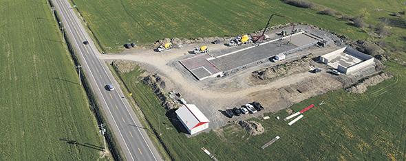 Cette vue aérienne permet de voir le chantier de construction en cours. Photo : Ninja média