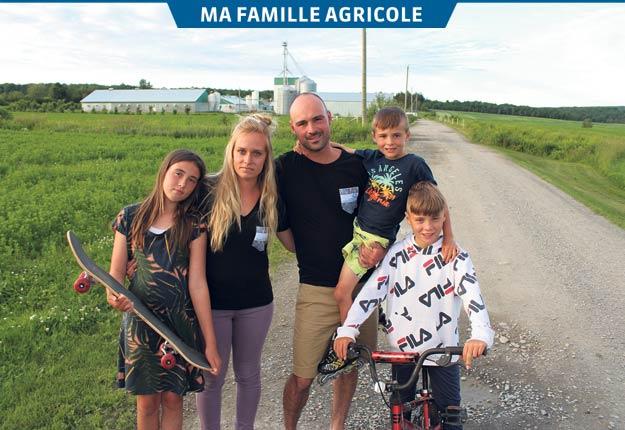 Audrey Létourneau et Jean-Pierre Audesse avec leurs trois enfants : Mégan, 11 ans, Loïc, 6 ans, et Joey, 9 ans. Photos : Patricia Blackburn / TCN