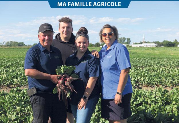 Depuis mars dernier, Carianne et Catherine sont devenues copropriétaires de Transplants CL, une entreprise qui fournit des plants de légumes à d'autres producteurs.