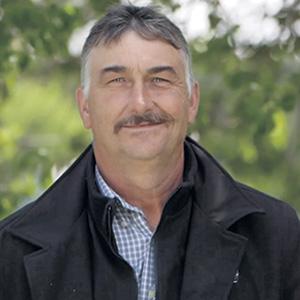 Denis, 53 ans, est père de trois enfants. Il vit à Casselman, en Ontario.