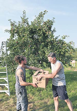 En un an, Vincent Barry et son père Benoit ont interchangé leurs rôles. Ce dernier est passé du statut de propriétaire à celui d'employé.
