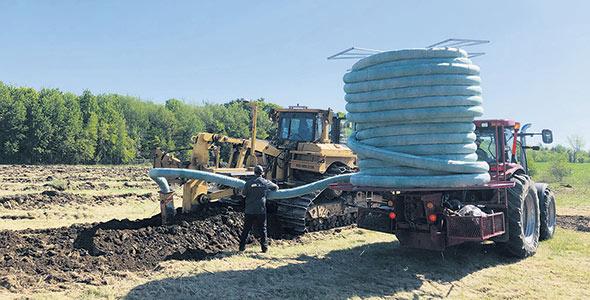 Un sol compacté aura un impact négatif sur la vitesse du drainage, l'accessibilité à l'eau et l'air empêchant la bonne croissance des racines. Photos: Gracieuseté de Soleno