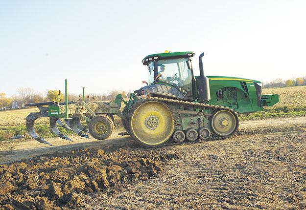 Les outils à dents comme les chisels travaillent efficacement dans les sols secs. Ce sont des outils d'éclatement du sol. Photo : Archives/TCN