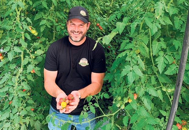 Richard Cosetti connaît du succès avec sa plateforme Web qui propose ses légumes, de même qu'une panoplie d'aliments et produits uniquement québécois. Photo : Gracieuseté de Richard Cosetti