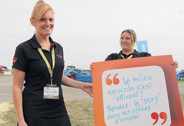 Line Lessard et Valérie Millette, conseillères en développement professionnel, croient qu'il est possible de mieux promouvoir le milieu agricole pour attirer les candidats. Photo : Patricia Blackburn/TCN