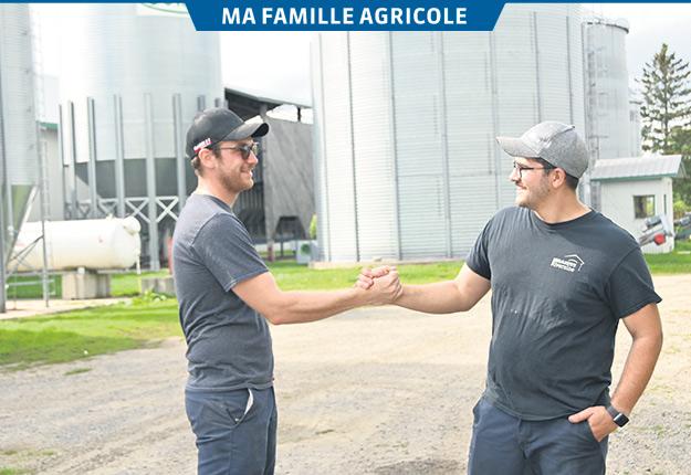 Les frères William et Émile Gélinas partagent une vision commune du développement de l'entreprise, notamment avec la récente intégration de la ferme avicole située en face de la ferme laitière familiale. Photos: Pierre Saint-Yves